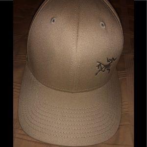 Brand new authentic men's arcteryx hat